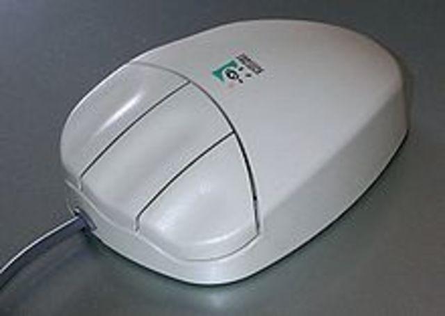 Трёхкнопочная мышь