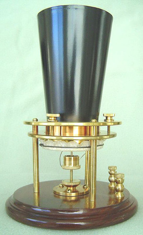 Alexander Bell invented the liquid telephone