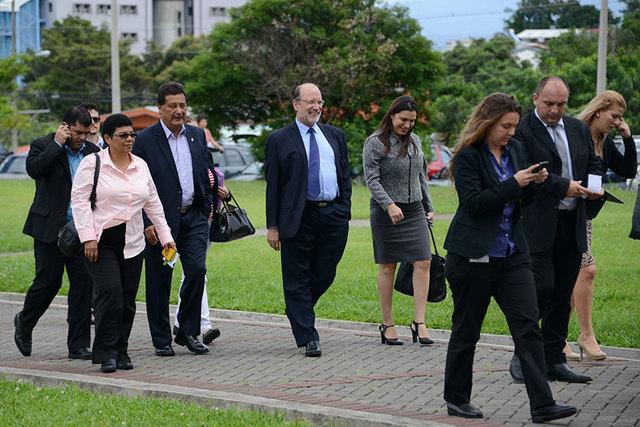 Diputados visitan por segunda vez la UCR