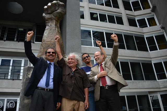 Inauguración de la escultura Yo Protesto