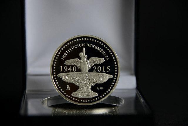 Medalla conmemorativa del 75 aniversario de la UCR