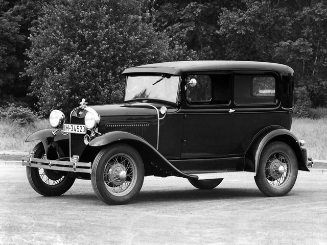 Ford produces first model T automobile