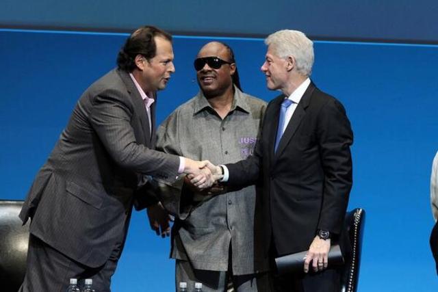 Stevie Wonder got presented by Bill Clinton