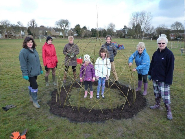 Willow Sculpture added to Recreation Ground