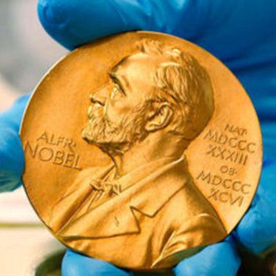 нобелевские лауреаты в области биологии timeline