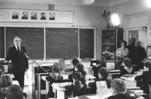 Безмашинное обучение информатике