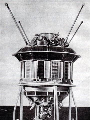 """Запуск АМС """"Луна-3"""", которая впервые в мире сфотографировала невидимую с Земли сторону Луны."""