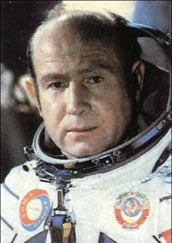 Первый выход человека - Алексея Архиповича Леонова - в открытый космос