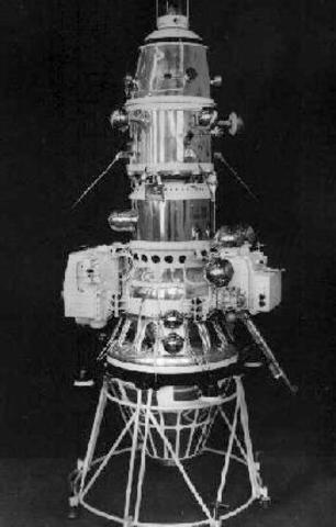"""Станция """"Луна-10"""" стала первым искусственным спутником Луны"""