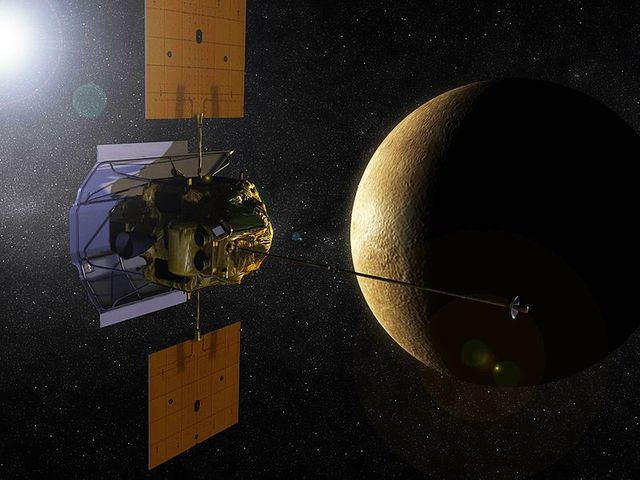 """Станция """"MESSENGER"""" стала первым искусственным спутником Меркурия"""