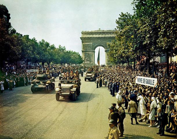Allied troops reach  Paris