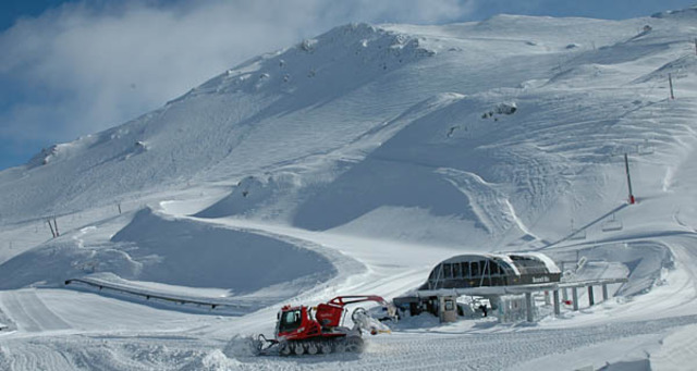 Mt Hutt struck by avalanche (National)