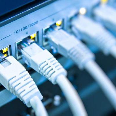 Eventos que impactaron el desarrollo de las redes a partir del año 2000 timeline