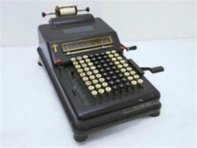 Primera sumadora de teclado