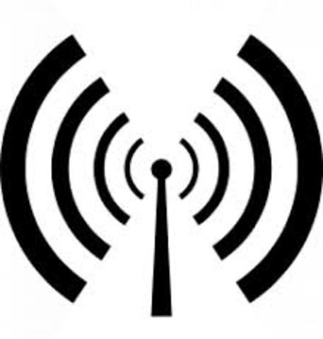 Heinrich Hertz descubre las ondas de radio.