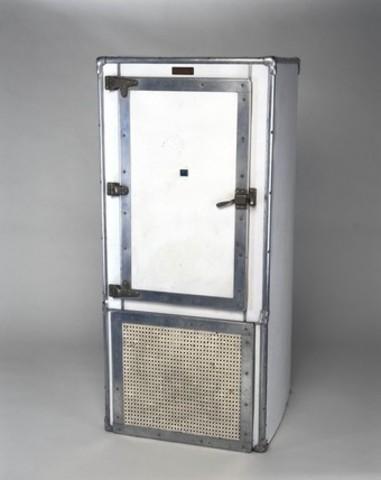 Electrolux produce el primer refrigerador eléctrico.