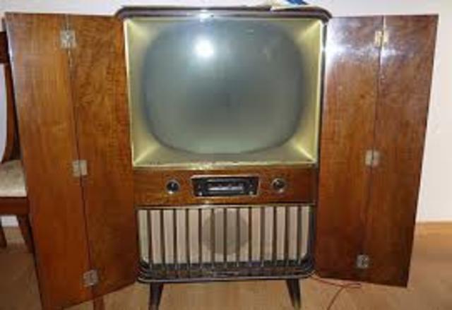 Baird inventa el primer televisor.