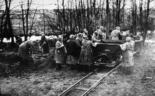 Se abre el campo de concentración femenino de Ravensbruck (Alemania)