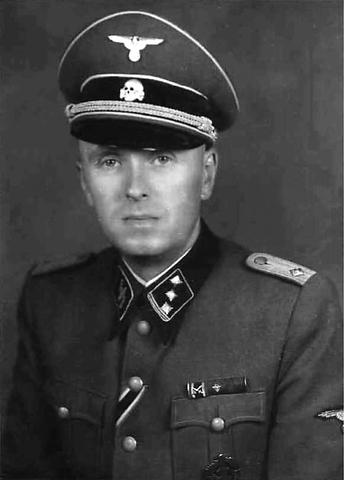 Decreto para poner fin a la esterilización. Adolf Hitler personalmente firma el Decreto para la Eutanasia.