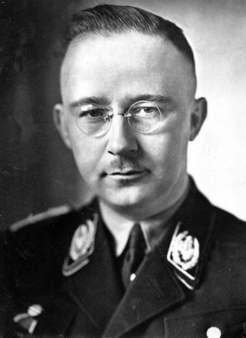 Heinrich Himmler crea el RSHA.