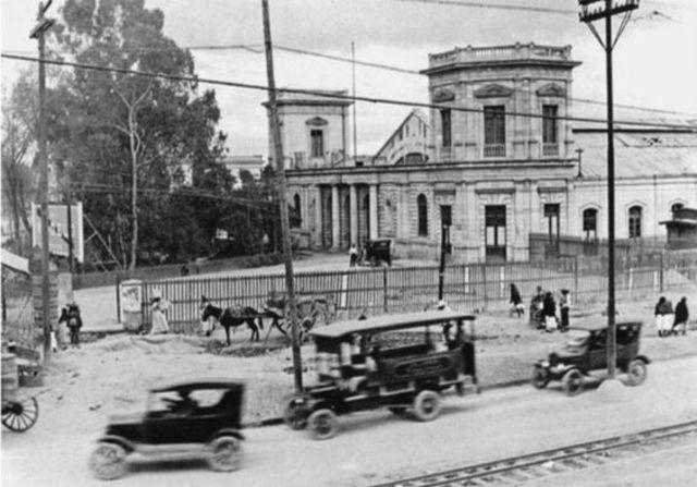En 1881, se intala la red telefonica en Mexico.