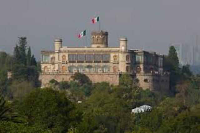 La Telefonía es introducida en México.