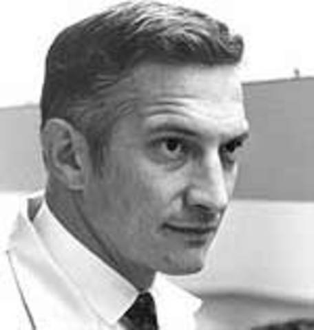 Robert Noyce further develops the IC Chip