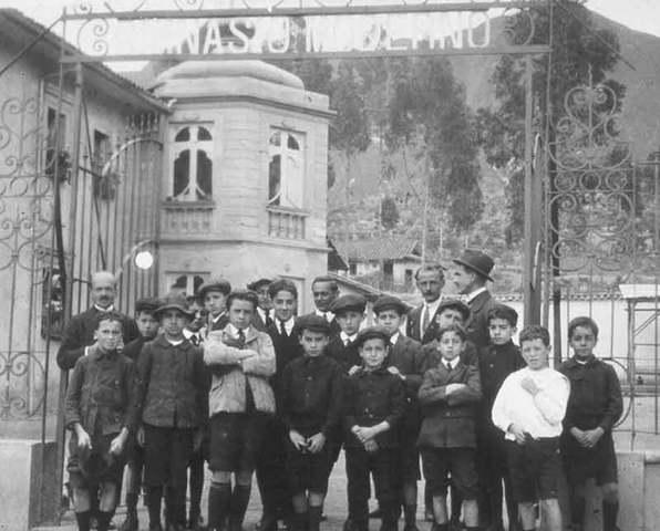 Se funda el primer establecimiento Privado en Bogota.