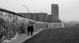 A berlini fal története timeline