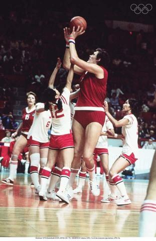 Incorporación del Baloncesto femenil en J.O. Montreal