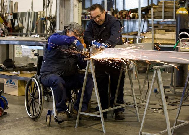 En 1955 la OIT publicó su Recomendación Nº 99 sobre «Rehabilitación y Empleo de los Inválidos», que apuntó a la integración social y laboral de las personas con discapacidad.
