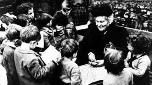 María Montessori (1870-1952) •El desarrollo del niño no se logra de manera lineal y regular sino por etapas a través de las cuales el niño revela una sensibilidad particular.