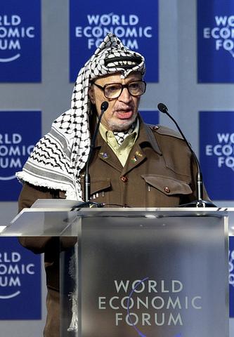 Yaser Arafat gana las elecciones