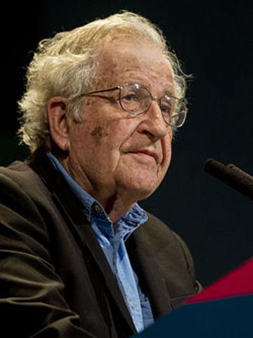 Noam Chomsky (Filadelfia, 7 de diciembre de 1928) es un lingüista, filósofo y activista estadounidense.