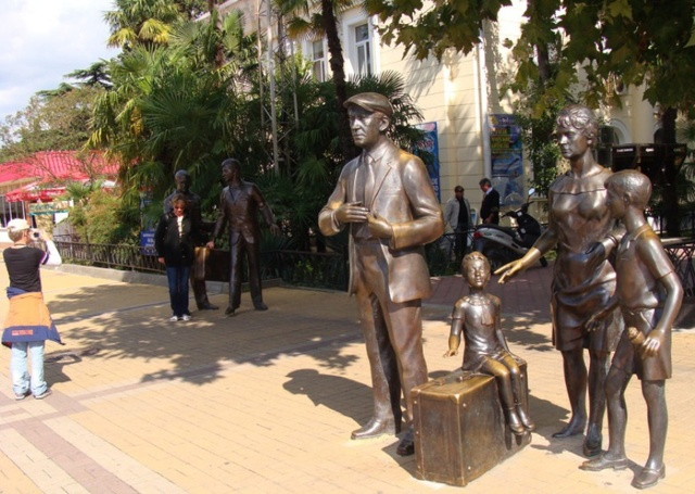 Памятник героям фильма «Бриллиантовая рука»