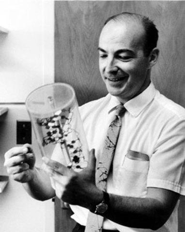 1956 Arthur Kornberg, caracteriza la DNA polimerasa, con la cual se puede sintetizar el DNA.
