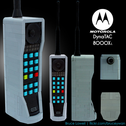 Motorola lanza el primer móvil DYnaTac 8000X