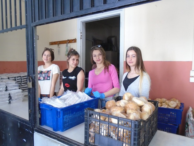 Εθελοντική εργασία στο συσσίτιο του Δήμου Αθηναίων