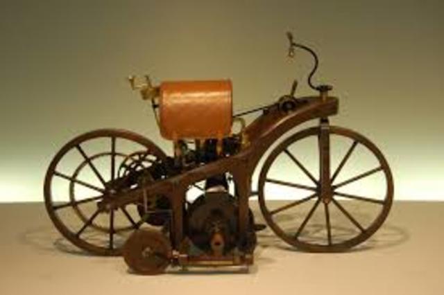 Primera motocicleta con motor de gasolina
