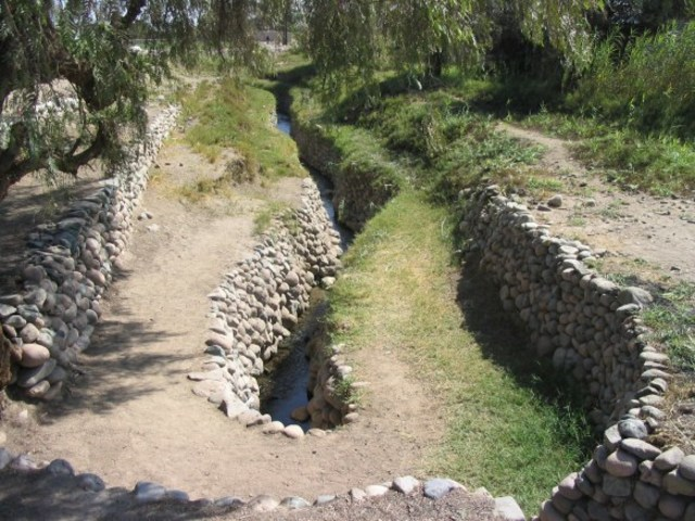 Canalizar ríos Huatanay y Tullumayo.