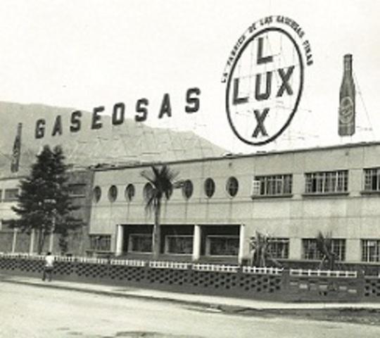 Se funda Gaseosas Lux
