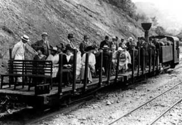 Inauguración Ferrocarril de Antioquia
