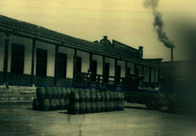 Construcción de la FLA - Fábrica de Licores y Alcoholes de Antioquia