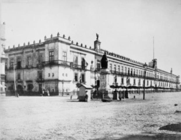Se construye el Castillo de Chapultepec