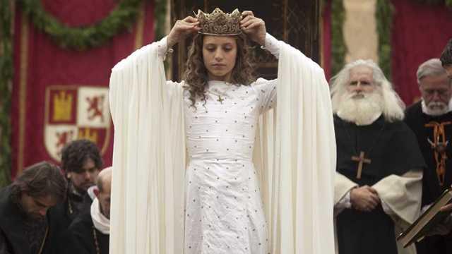 Isabel se autoproclama reina