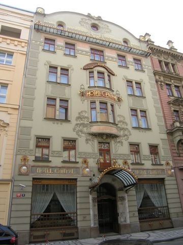 Hotel Central, Friedrich Ohmann