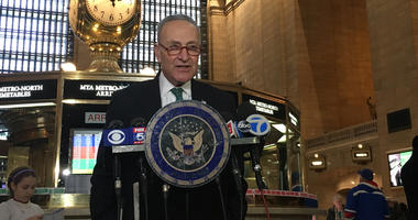 Chuck Schumer speaking about faulty MTA antennas at Grand Central Station