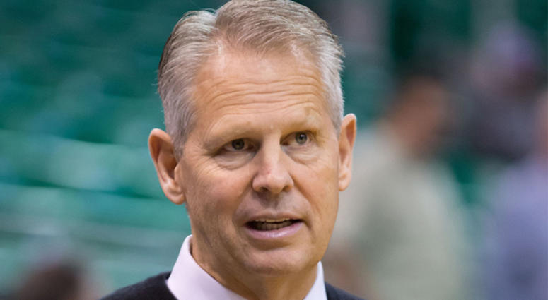 Watch Danny Ainge play Kevin McHale in 1-on-1 in 1986, complete with brainwaves, double dribbling, and Lyle Alzado