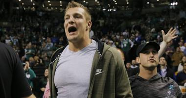 Kyrie Irving, Gordon Hayward react to Rob Gronkowski's retirement