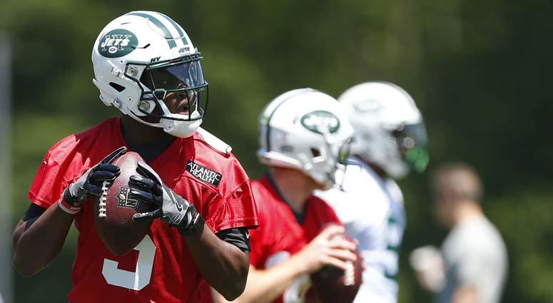 Teddy Bridgewater (5) drops back to pass during Jets minicamp on June 12, 2018 in Florham Park, N.J.